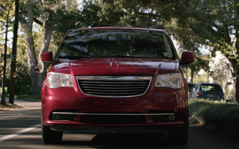 Chrysler Town & Country used by Halle Berry in Kidnap (1)