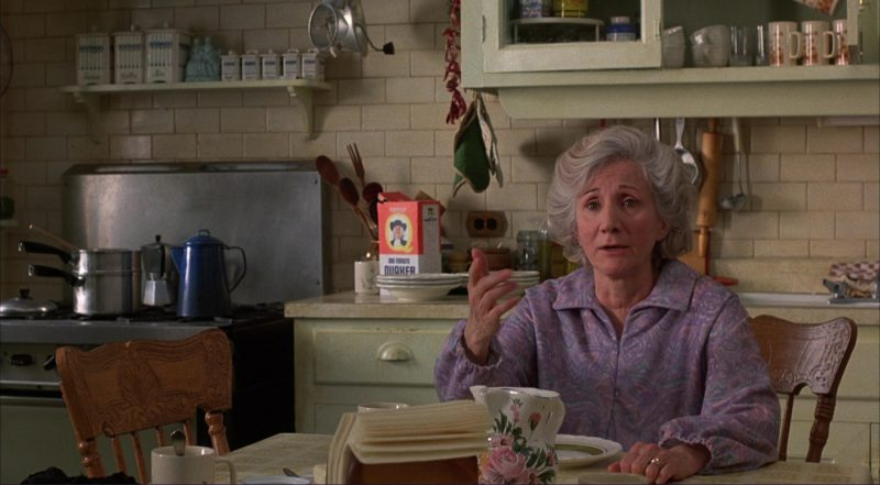 Quaker Oats in Moonstruck (1987) - Movie Product Placement