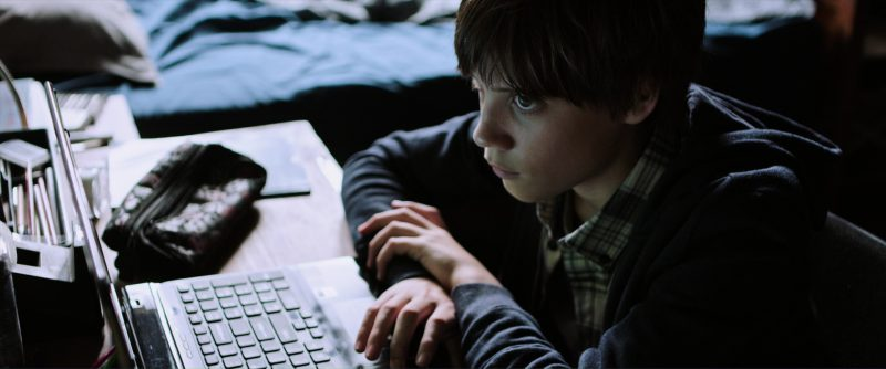 Sony Notebook Used by Tom Taylor in The Dark Tower (2017) Movie Product Placement