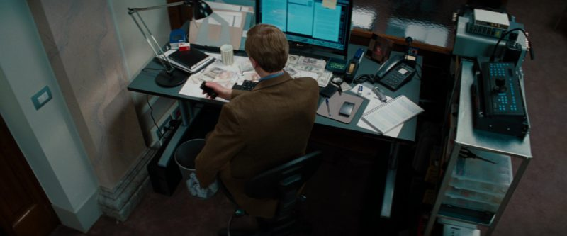 Sony monitors in THE TOURIST (2010) - Movie Product Placement