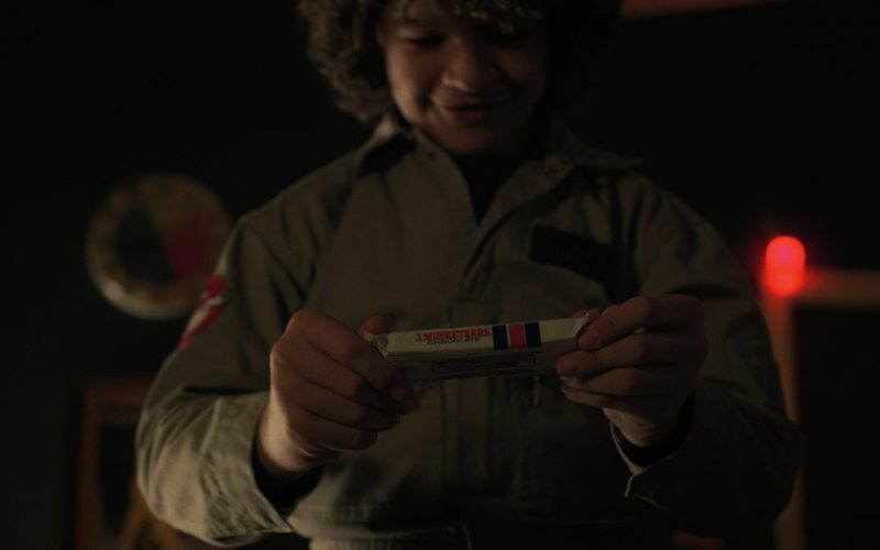 3 Musketeers Candy Bars and Gaten Matarazzo (Dustin) in Stranger Things (1)
