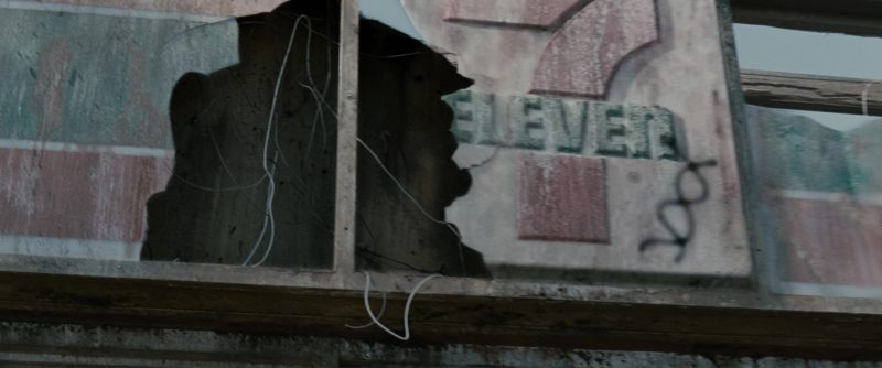 7-Eleven Store and Gas Station in Terminator Salvation (2009) - Movie Product Placement