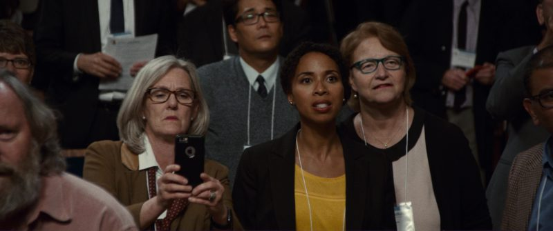 Apple iPhone Smartphones in Downsizing (2017) - Movie Product Placement