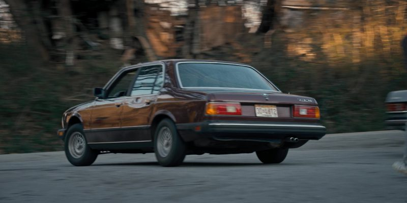 BMW 733i Car Driven by Joe Keery (Steve Harrington) in Stranger Things: The Bathtub (2016) TV Show Product Placement