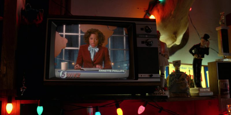 General Electric TV in Stranger Things: The Gate (2017) - TV Show Product Placement