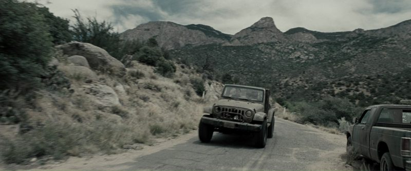 Jeep Wrangler Unlimited Car Used by Sam Worthington (Marcus Wright) and Anton Yelchin (Kyle Reese) in Terminator Salvation (2009) Movie Product Placement