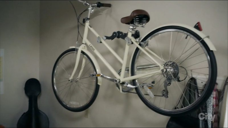 Linus Bicycle Used by Ariel Winter in Modern Family: The Long Goodbye (2017) TV Show Product Placement