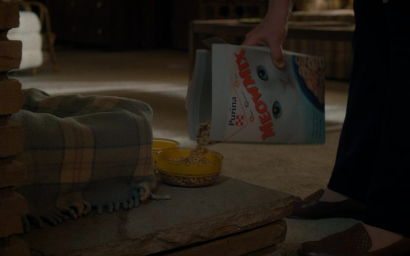 Purina Meow Mix Cat Food in Stranger Things (1)