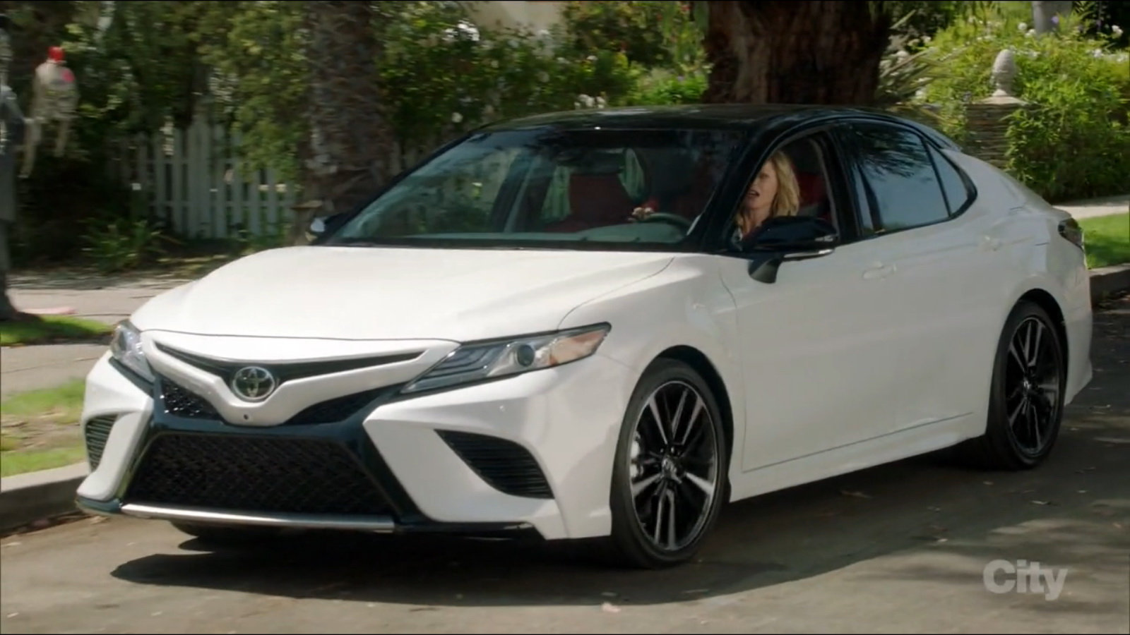 2017 Dodge Ram >> Toyota Camry Car Driven by Julie Bowen in Modern Family ...
