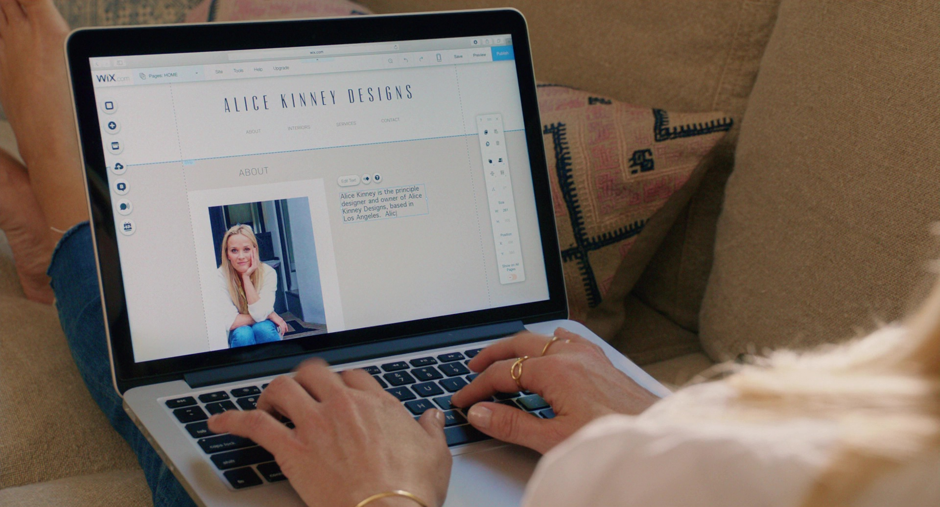 Apple Macbook Laptop Used By Reese Witherspoon In Home