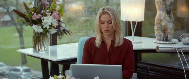 Apple MacBook Used by Christina Applegate in Crash Pad (2017) Movie