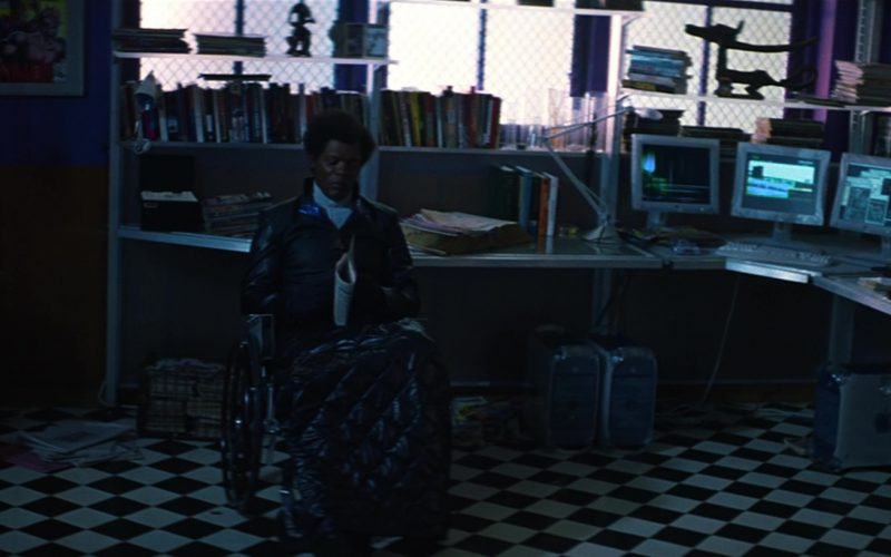 Apple Monitors and Power Mac G4 Computers Used by Samuel L. Jackson in Unbreakable (1)