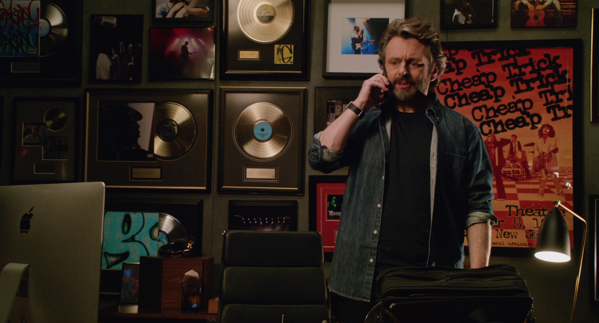 Used Macbook Pro >> Apple iMac Computer Used by Michael Sheen in Home Again (2017) Movie