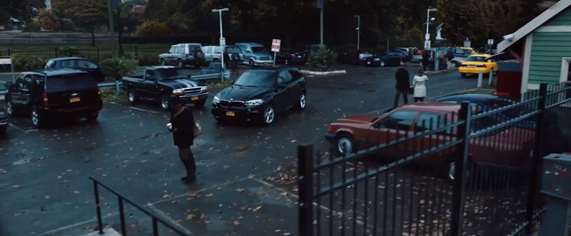 BMW X5 (F15) Car Used by Elizabeth McGovern and Liam Neeson in The Commuter (2018) Movie Product Placement