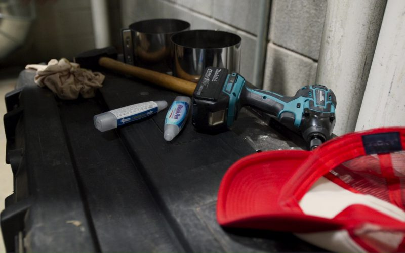 Clorox Bleach Pen and Makita Power Tool (Drill) in Logan Lucky (1)
