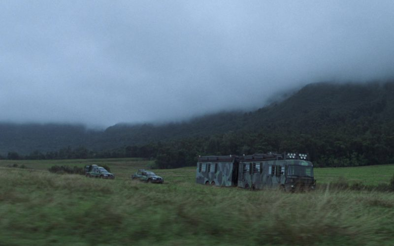 Fleetwood RV Motorhome (Bus) and Mercedes-Benz ML Cars in The Lost World Jurassic Park (6)