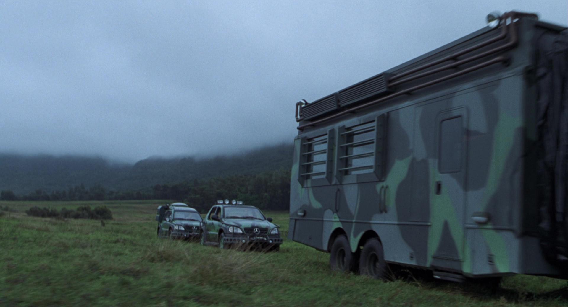 Fleetwood rv motorhome bus and mercedes benz ml cars in for Mercedes benz motorhome