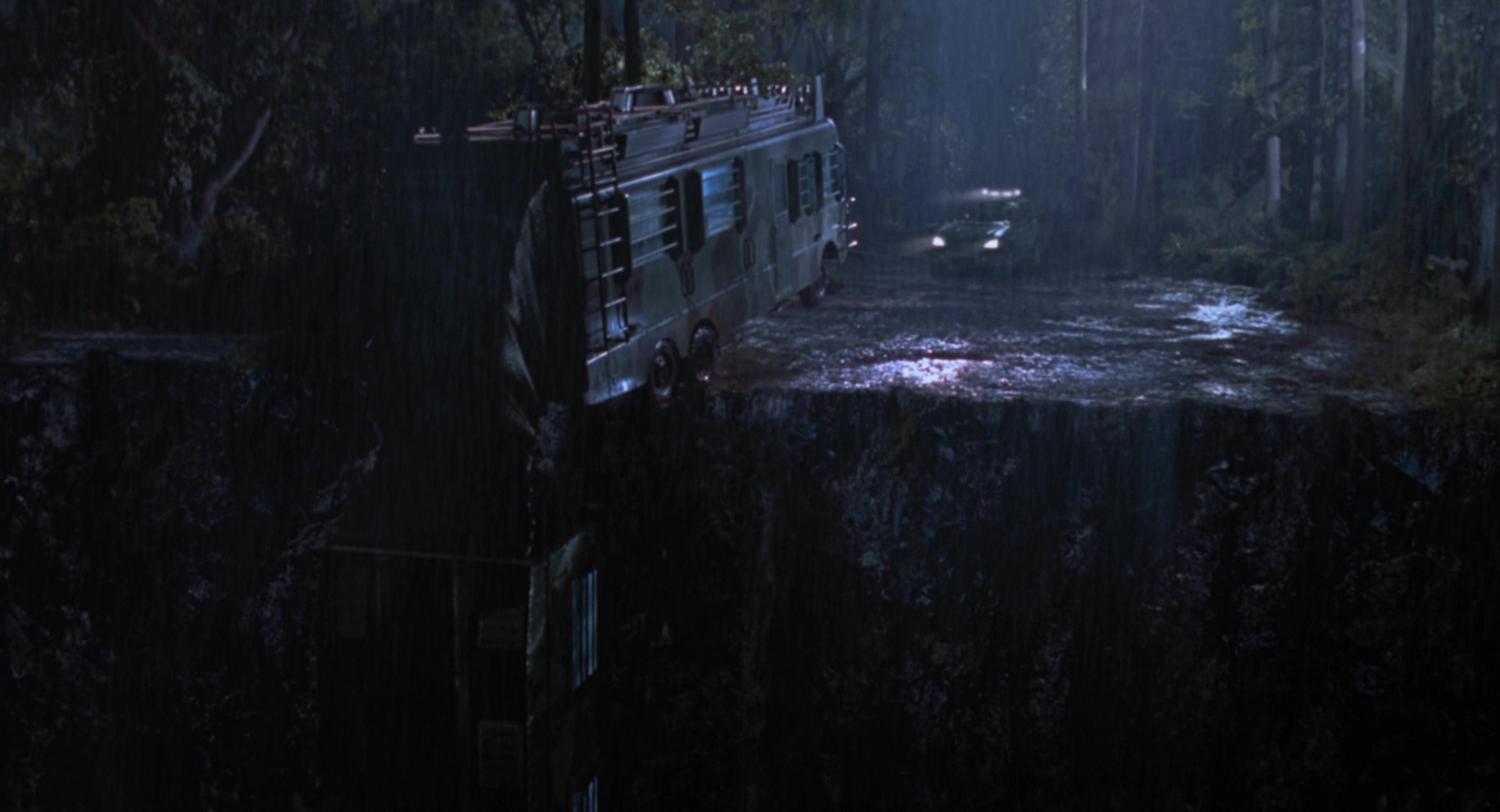 Mercedes Benz Rv >> Fleetwood RV Motorhome (Bus) and Mercedes-Benz ML Cars in The Lost World: Jurassic Park (1997) Movie