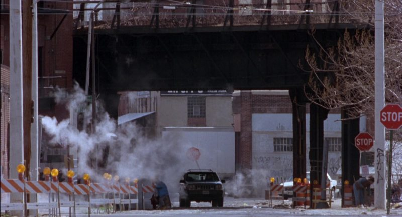 Jeep Grand Cherokee Limited [ZJ] Car Used by Madeleine Stowe and Bruce Willis in Twelve Monkeys (1995) - Movie Product Placement