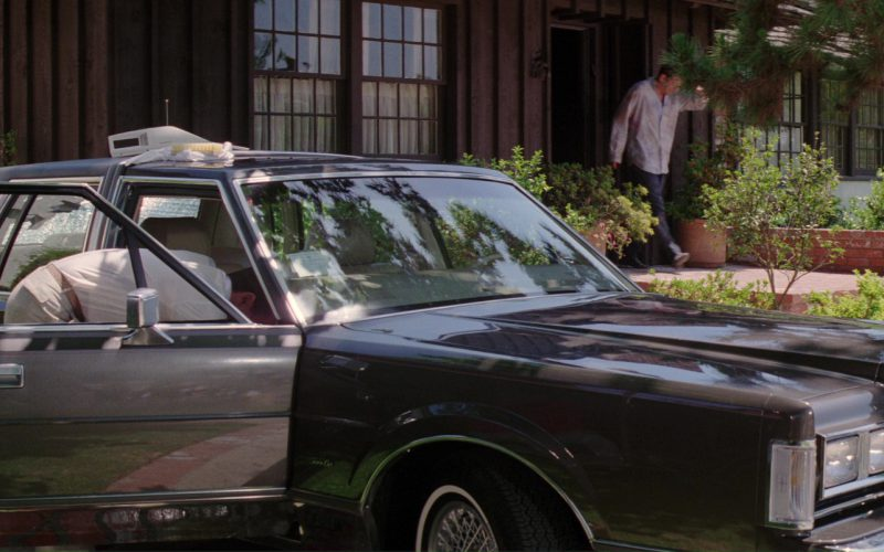 Lincoln Town Car in Blind Date (1)