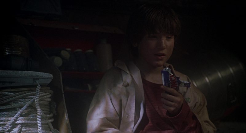 Nestlé Crunch Chocolate Bars in Jurassic Park 3 (2001) - Movie Product Placement