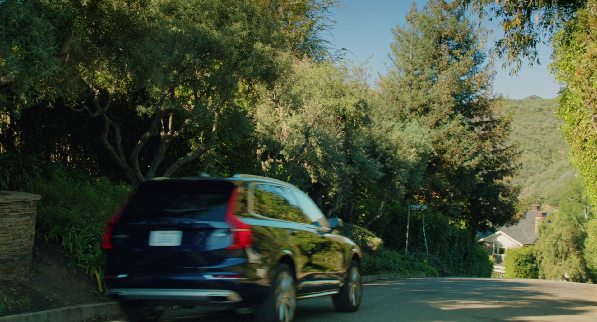 Volvo XC90 Car Driven by Reese Witherspoon in Home Again (2017) Movie