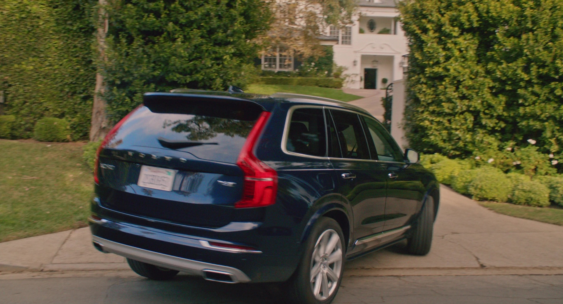 Seen in The Movie: Volvo XC90 Car Driven by Reese Witherspoon in Home Again (2017)