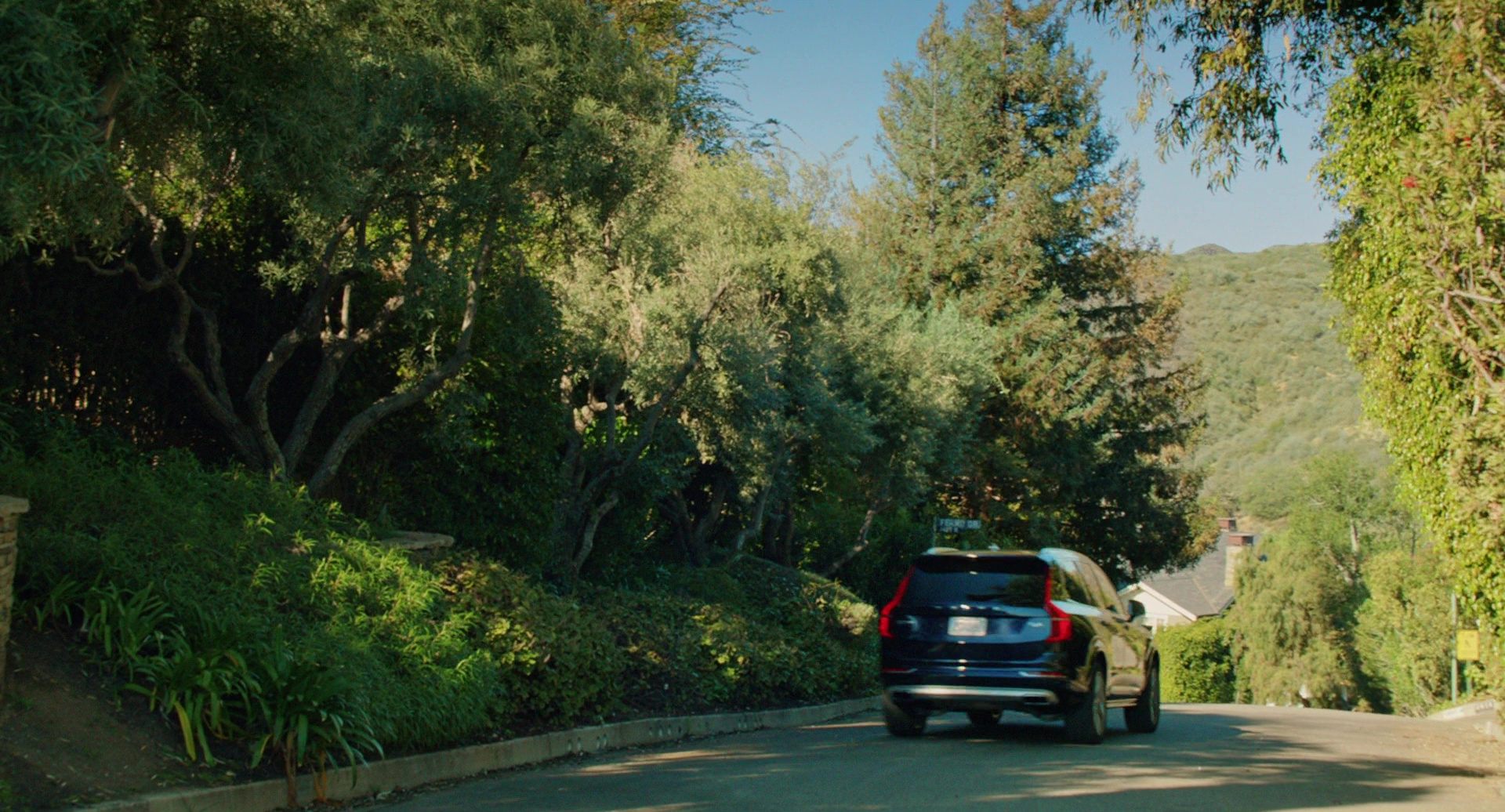2017 Dodge Dart >> Volvo XC90 Car Driven by Reese Witherspoon in Home Again (2017) Movie