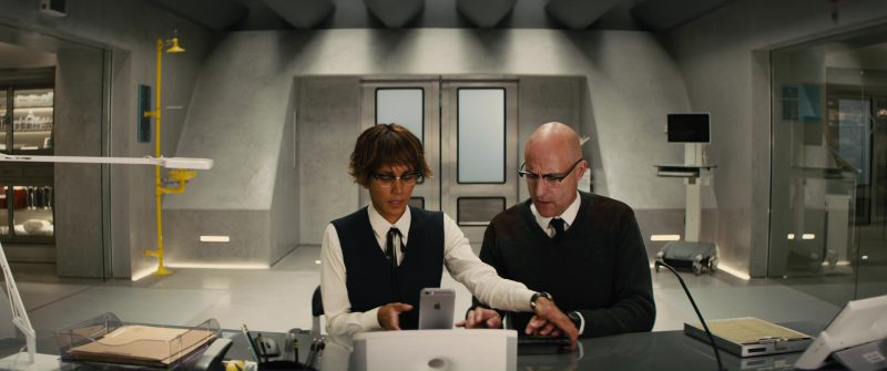 Apple iPhone Used by Halle Berry and Mark Strong in Kingsman 2: The Golden Circle (2017) - Movie Product Placement