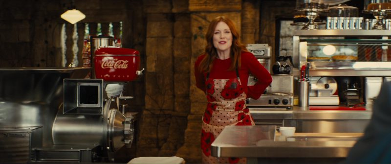 Coca-Cola and Julianne Moore in Kingsman 2: The Golden Circle (2017) - Movie Product Placement