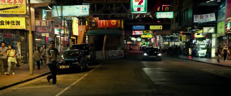 Hill's Pet Nutrition, McDonald's and 7-Eleven Signs in Geostorm (2017) Movie Product Placement