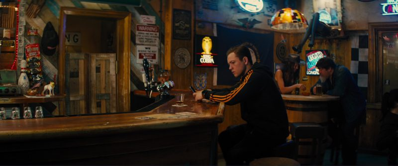 King Cobra and Bud Light Neon Signs in Kingsman 2: The Golden Circle (2017) - Movie Product Placement