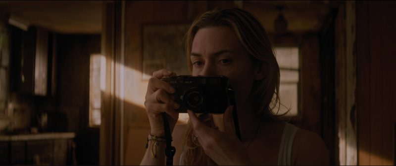 Leica Camera Used Kate Winslet by in The Mountain Between Us (2017) Movie Product Placement