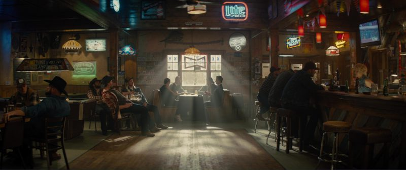 Michelob, Lite Beer, Miller Genuine Draft and Budweiser Select Neon Signs in Kingsman 2: The Golden Circle (2017) Movie