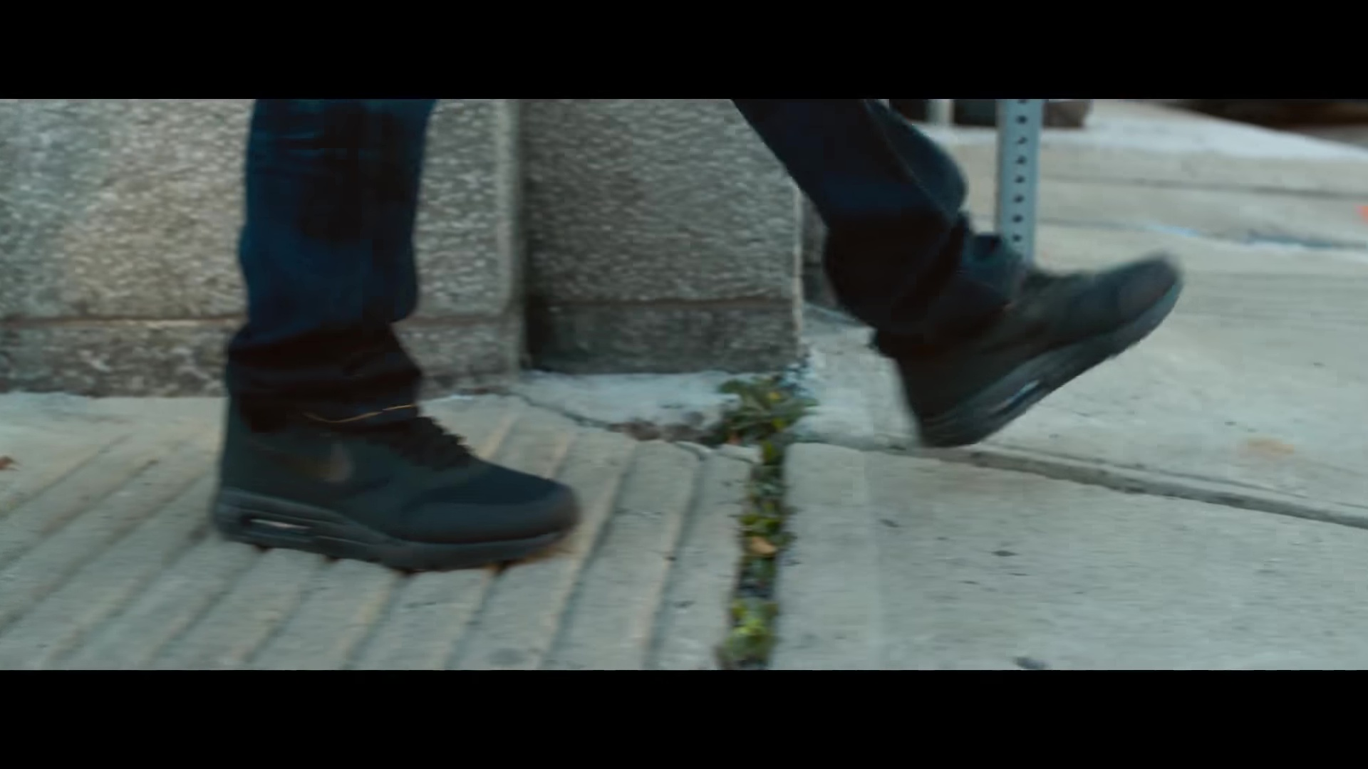 nike sneakers black worn by bruce willis in death wish