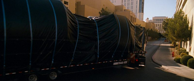 Peterbilt 379 Truck and TRAIL-EZE Trailer in Ocean's Thirteen (2007) Movie Product Placement