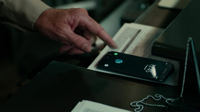 Samsung Galaxy Phone and AT&T in Justice League (2017) Movie Product Placement