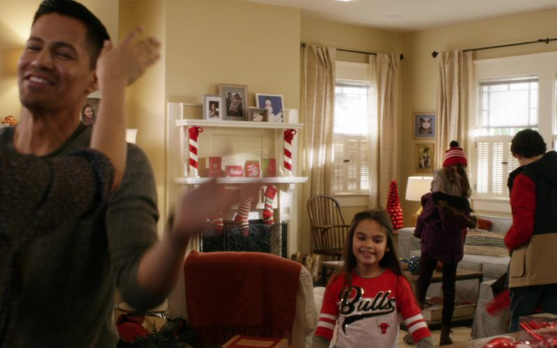 Chicago Bulls Girls Sweater in A Bad Moms Christmas (1)