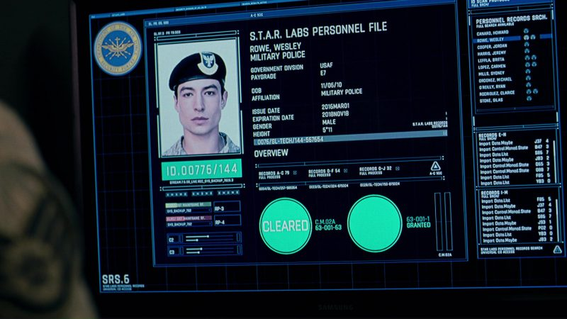 Samsung Monitor in Justice League (2017) Movie Product Placement