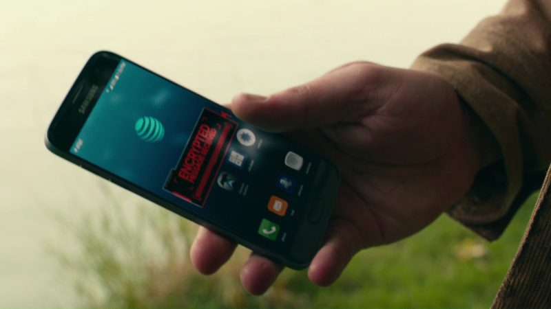 Samsung Phone (Galaxy) and AT&T Used by Ben Affleck in Justice League (2017) Movie Product Placement