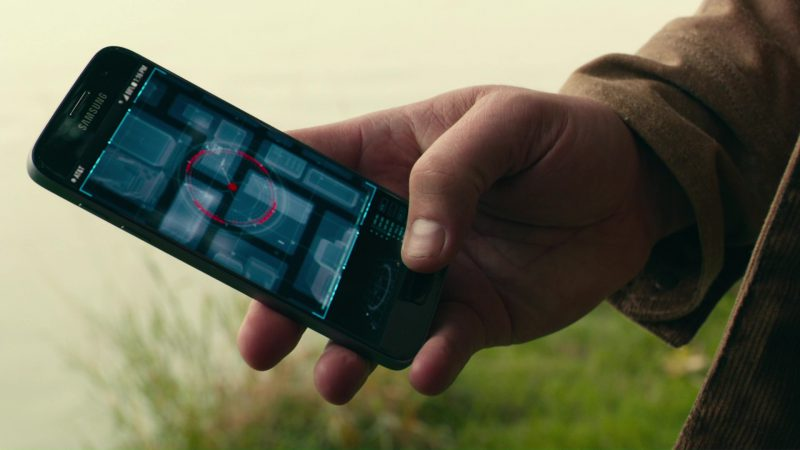 Samsung Phone (Galaxy) and AT&T Used by Ben Affleck in Justice League (2017) - Movie Product Placement
