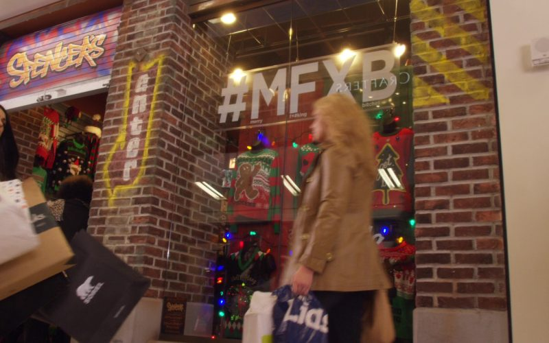 Sorel Paper Bag Used by Mila Kunis in A Bad Moms Christmas (1)
