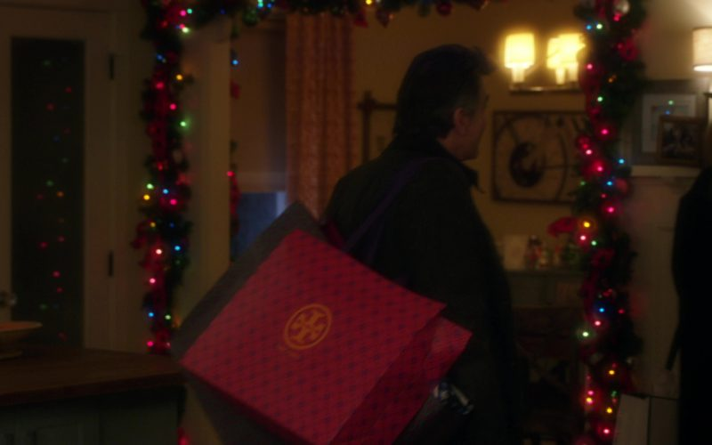 Tory Burch Paper Bag Used by Peter Gallagher in A Bad Moms Christmas (2)