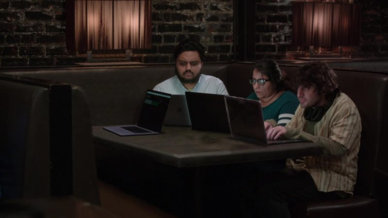 Apple MacBook Notebooks in Silicon Valley: Grow Fast or Die Slow (2018) - TV Show Product Placement