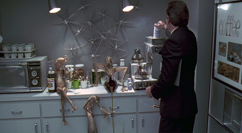 Bunn Coffee Maker Used by Aliens and Tommy Lee Jones in Men in Black (1997) Movie Product Placement