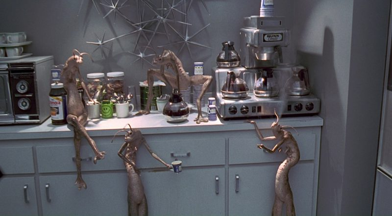 Bunn Coffee Maker Used by Aliens and Tommy Lee Jones in Men in Black (1997) - Movie Product Placement