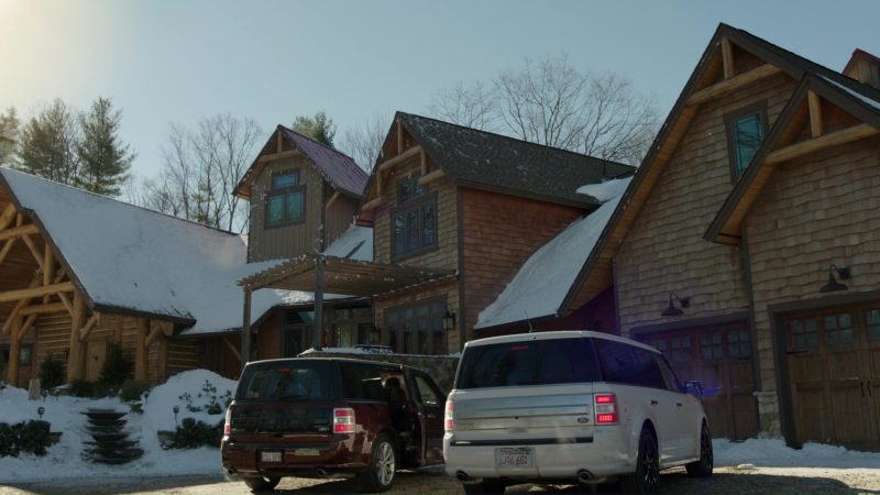 Ford Flex SUVs in Daddy's Home 2 (2017) Movie Product Placement