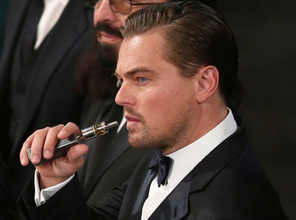 Leonardo diCaprio Vaping box vaporizer at SAG Awards