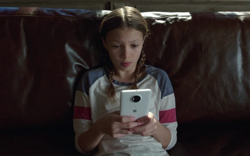 Microsoft Lumia Phone Used by Didi Costine in Daddy's Home 2 (4)