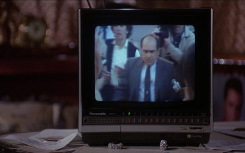 Panasonic Mini TV in Ruthless People (1986)